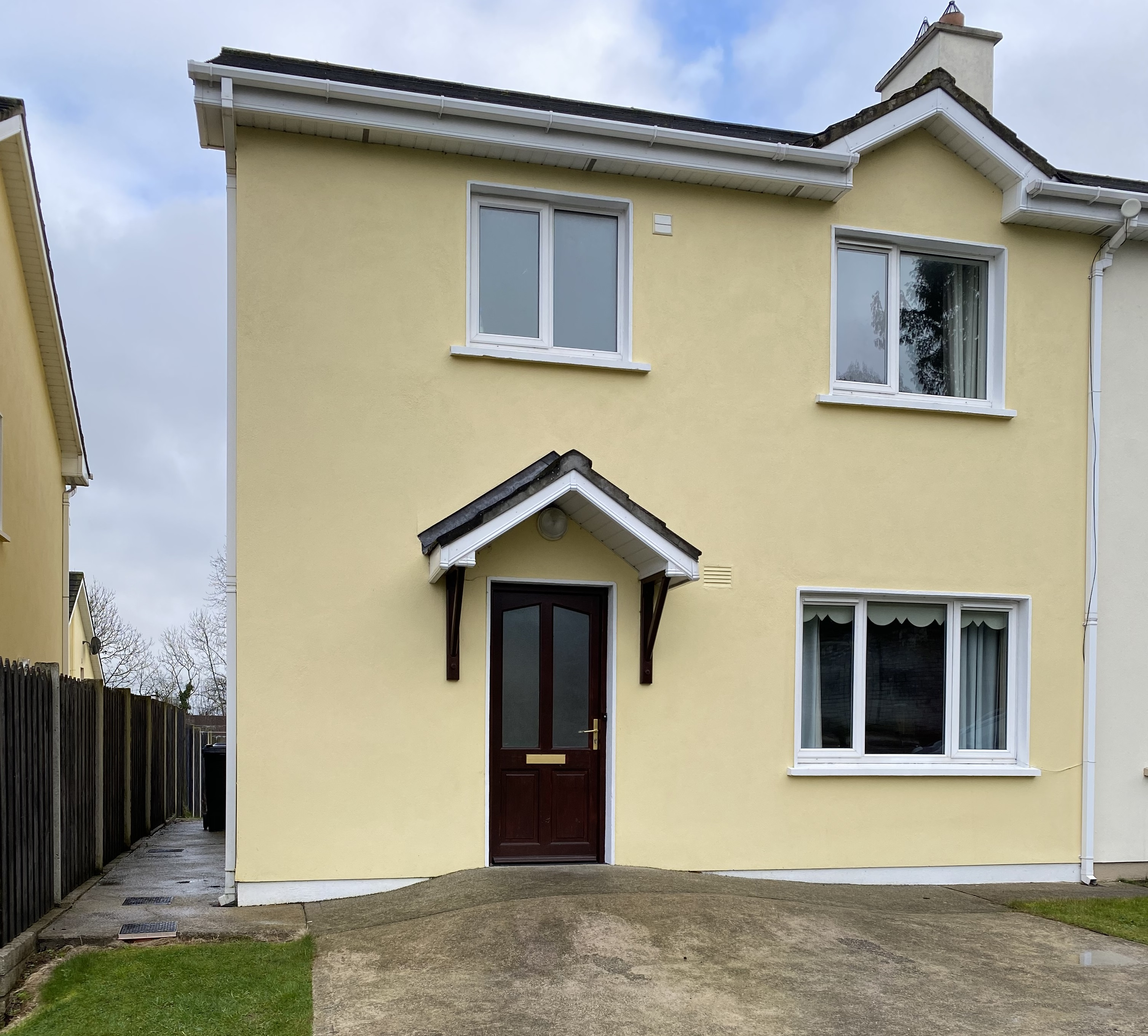 3 Bedroom semi-detached Cois Cille, Conna